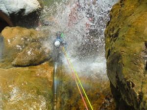 Descenso-de-cañones-barranquismo-valle-de-echo-pirineos-deportes-de-aventura-estribiella-05.14