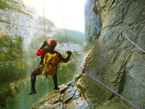 DescensoCañones-Barranquismo-Pirineos-Carpin-Euskadi-GuíasBarrancos-6