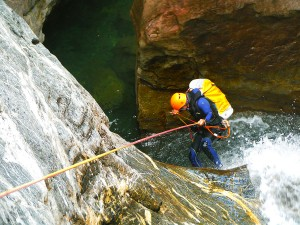 DescensoCañones-Barranquismo-Pirineos-Lapazosa-Euskadi-GuíasBarrancos-j