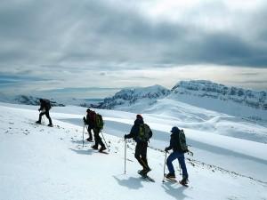 Raquetas-de-nieve-Elur-erraketak-Snowshoeing-Pais-Vasco-Euskadi-Navarra-Pirineos-Basque-Country-aventura-1